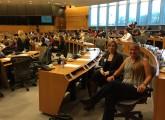 Laura Zimprich von animal public und Dr. Ingrid Visser von der Free Morgan Foundation im EU Parlament